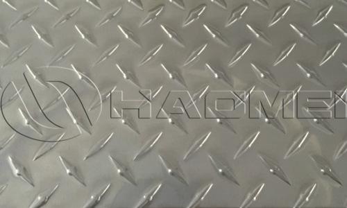 an aluminum checker plate of 1 rib